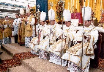 4 new SSPX bishops receive their crosiers